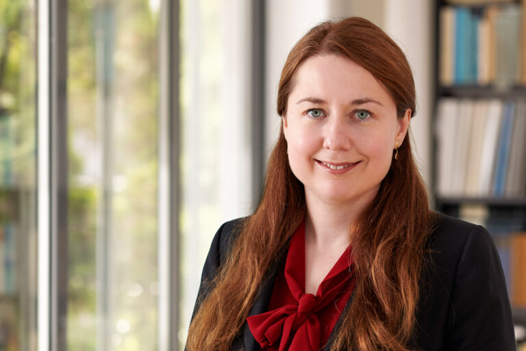 Dr Anna Fischbach