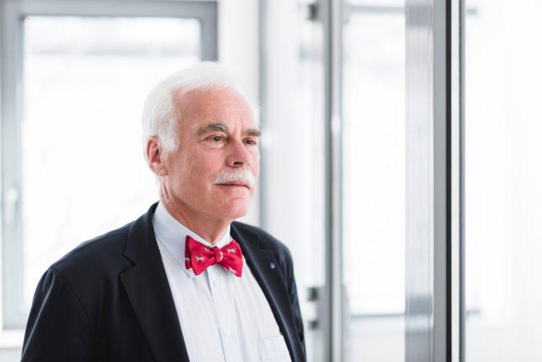 Dr. Manfred Hecker